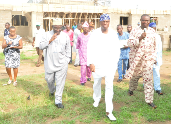Pro-Chancellor and Chairman, FUNAAB Governing Council, Sir/Senator (Dr.) Adeseye Ogunlewe, (middle), with the VC,  Professor Olusola Oyewole, (2nd left), the Director, Physical Planning, Mr. Babatunde Ayodele, (right) and  other Principal Officers of the University, during the assessment tour of on-going projects in the University.